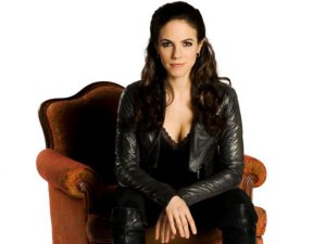 Anna Silk as Ysabeau 'Bo' Dennis