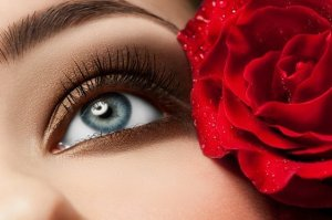eye with rose