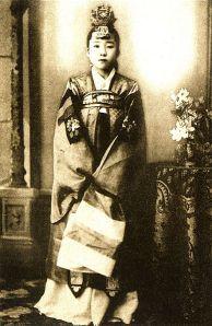 kisaeng in Pyongyang (c 1910)