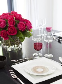set table with roses